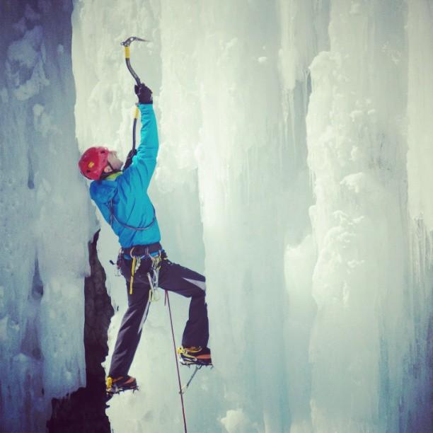 escalando en hielo con las botas de montaña Crispi Top 6000