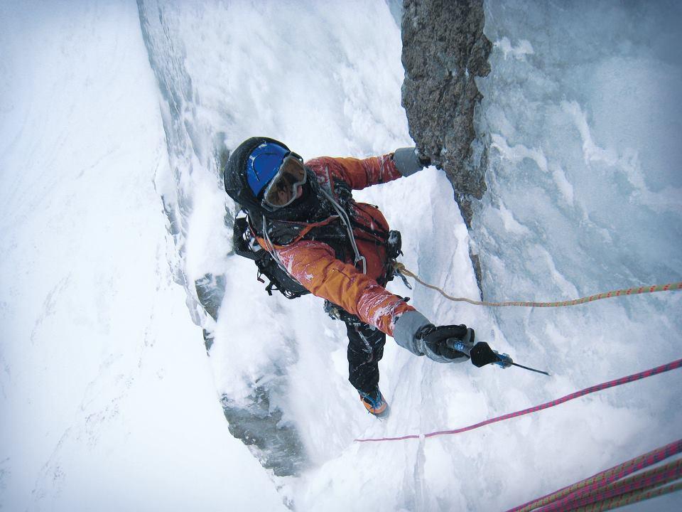 Impresionante escalada en hielo
